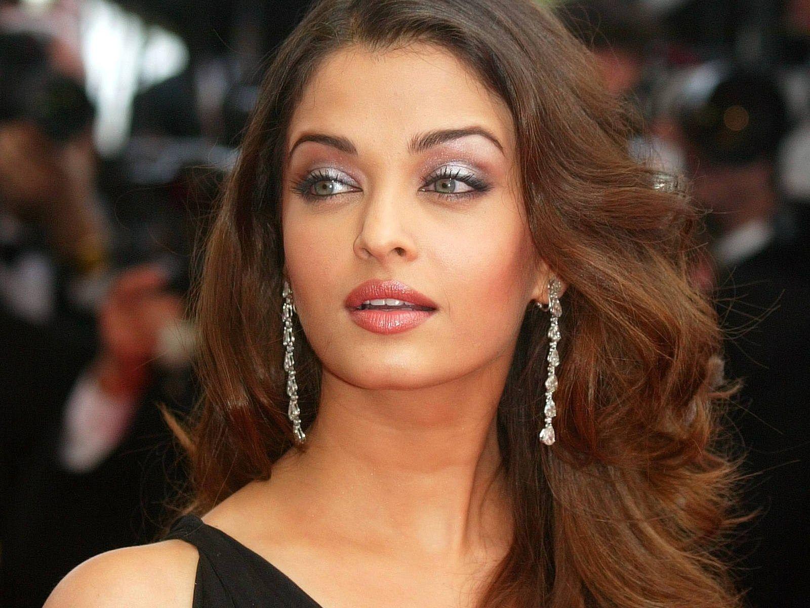 Bollywood Actress Wallpapers > Aishwarya